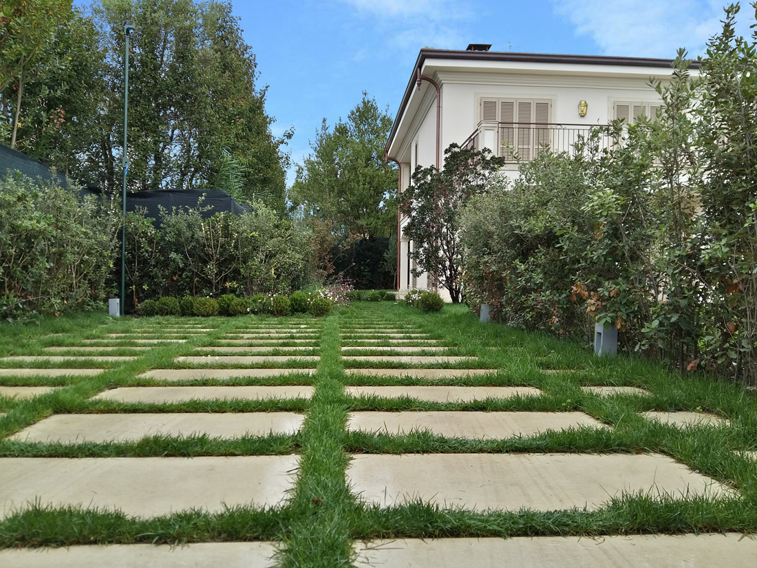Manutenzione di giardino privato, Toscana